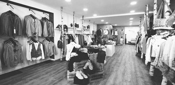 Ladeneinrichtung aus Birken im Einzelhandel - gewerblich